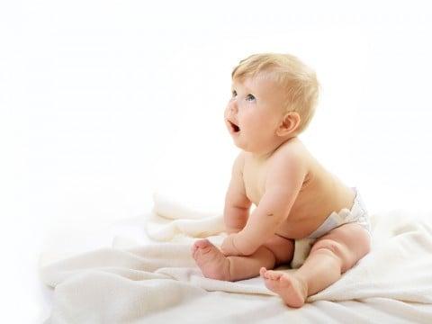 赤ちゃん お座り おむつ