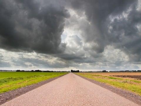 天気 曇り 不運 不安 イメージ