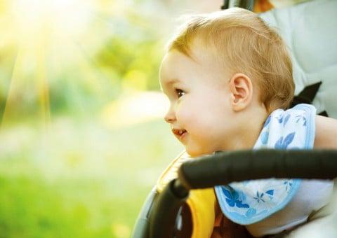 赤ちゃん ベビーカー 夏 日光 おでかけ