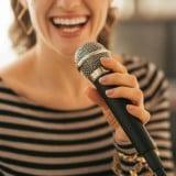 カラオケ ストレス解消 女性 元気 楽しい 歌 マイク