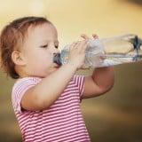 赤ちゃん 水分 水 ペットボトル 水分補給 飲む