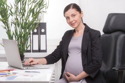 妊婦 仕事 職場 デスク 妊娠中 ビジネス