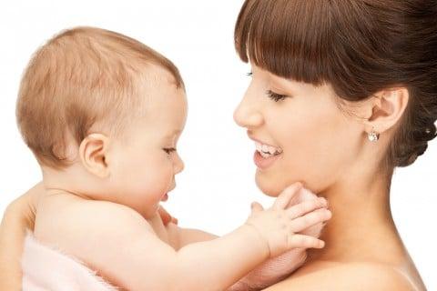 赤ちゃん ママ 抱っこ