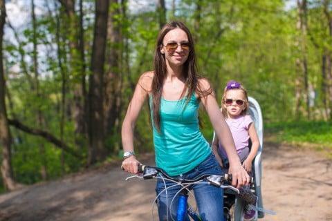 ママ 自転車 子供乗せ
