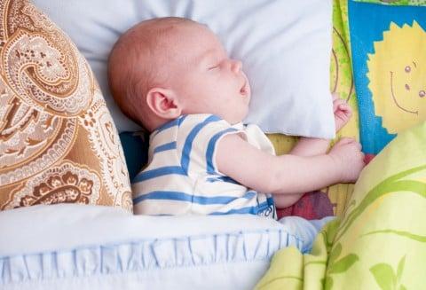 新生児 赤ちゃん 枕 ねんね 寝る