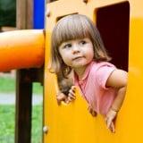女の子 子供 公園 遊び