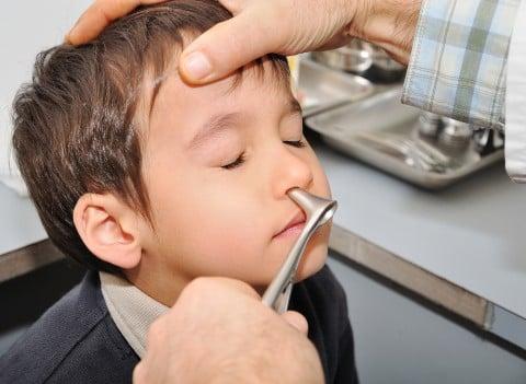 子供 鼻 鼻水 医師 耳鼻科