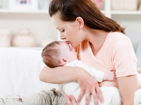 ママ 抱っこ 育児 赤ちゃん 子供 キス