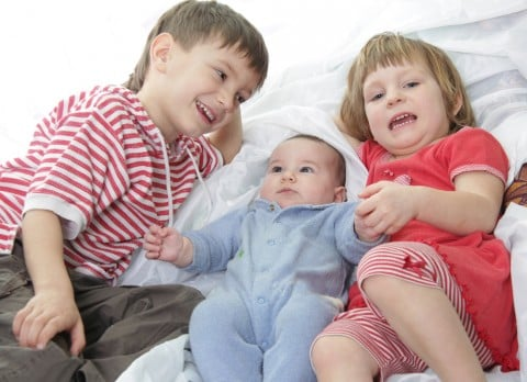 子供 赤ちゃん 成長 段階 発達 兄弟 姉妹 3兄弟