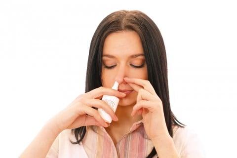 薬 点鼻薬 吸引 女性 使い方
