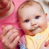 赤ちゃん 離乳食 食事 スプーン