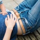 女性 妊婦 お腹 子供 転ぶ 寝る