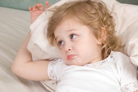 赤ちゃん 子供 不機嫌 機嫌 悪い ベッド 不満 いじける