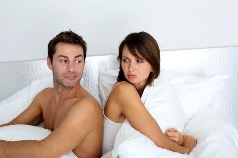 カップル ベッド 不妊 性交渉 トラブル 不仲