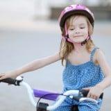 子供 自転車 ヘルメット 女の子 外遊び