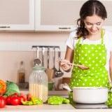 女性 ママ 料理 キッチン