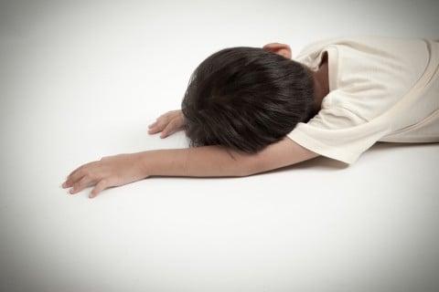 子供 転ぶ 寝る こける 転倒 ケガ 痛い