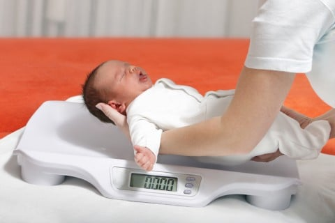 新生児 赤ちゃん 体重計 計る