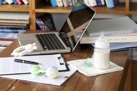 パソコン 哺乳瓶 仕事 育児 両立