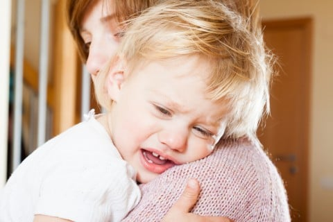子供 赤ちゃん 泣く 抱っこ