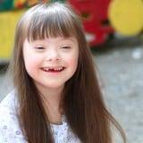 子供 ダウン症 女の子 笑顔