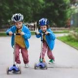 子供 キックボード 外遊び 公園