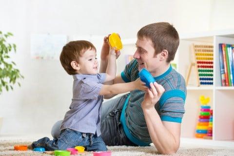 パパ 子供 男の子 遊ぶ 室内 ブロック