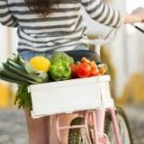ママ 女性 自転車 買い物 ショッピング 野菜 食材