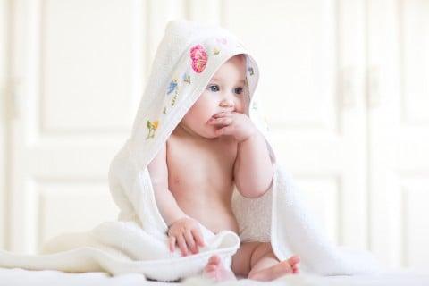 赤ちゃん 裸 タオル お風呂