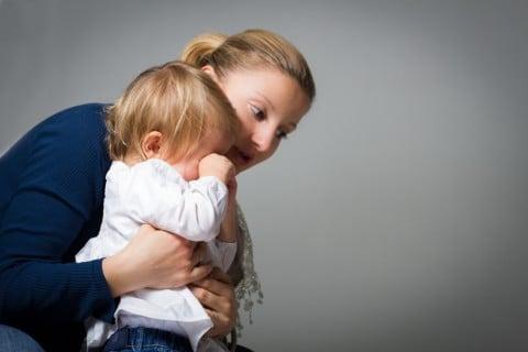 親子 子供 泣く ママ