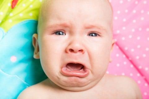赤ちゃん 泣く 涙 悲しい