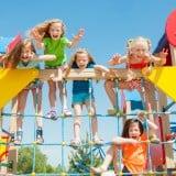 子供 公園 遊び ジャングルジム 女の子