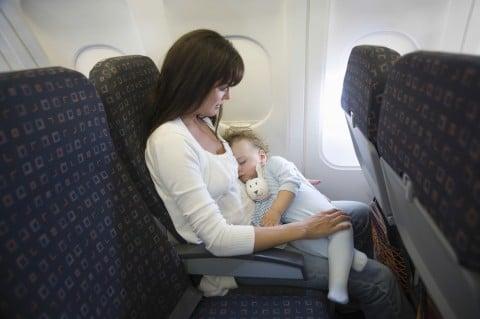 飛行機 ママ 新生児 赤ちゃん