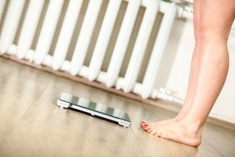 女性 体重計 体重管理