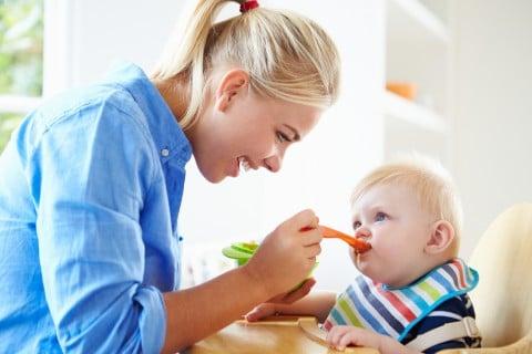 ママ 赤ちゃん 離乳食 食事