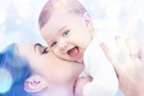 ママ 赤ちゃん 抱っこ キス