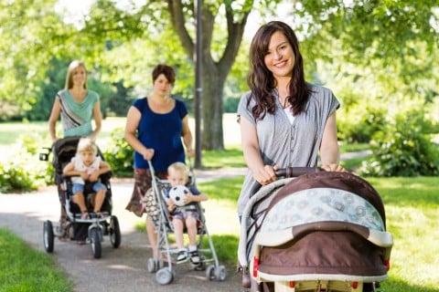 ママ 赤ちゃん おでかけ 散歩 バギー ベビーカー