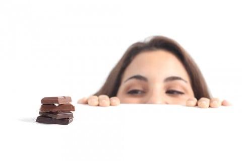 女性 チョコレート 甘い