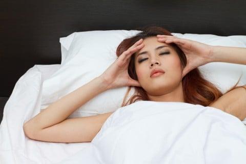 女性 めまい ベッド 頭痛