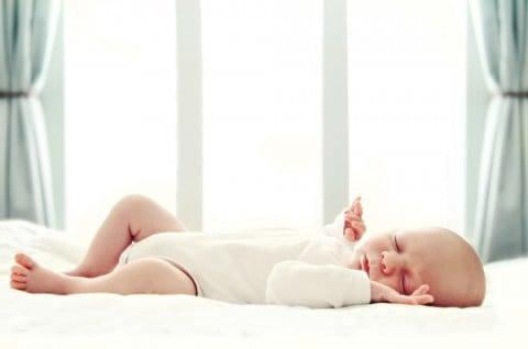 新生児 赤ちゃん 寝る ベッド