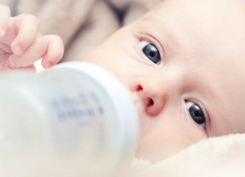 赤ちゃん 哺乳瓶 マグ ミルク