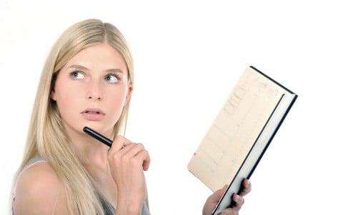 女性 スケジュール カレンダー クエスチョン 疑問