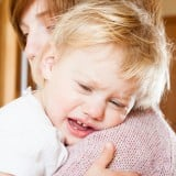 子供 泣く 抱っこ 病気