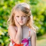 子供 女の子 頬 ほっぺ 痛い 歯