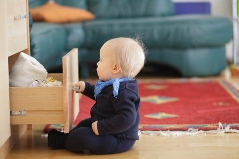 赤ちゃん いたずら タイツ 収納