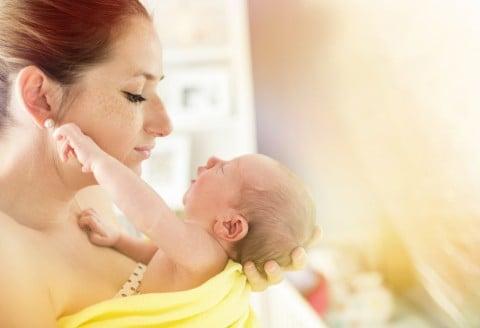 新生児 ママ 抱っこ