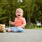 赤ちゃん 泣く 座り込む おでかけ 転ぶ