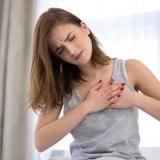 女性 胸 痛み 張り