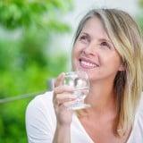 女性 更年期 シニア ミドルエイジ 飲む 薬 水 高齢