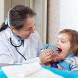赤ちゃん 病院 子供 喉 口
